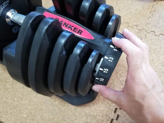 ダイヤル式ダンベルの重量変更